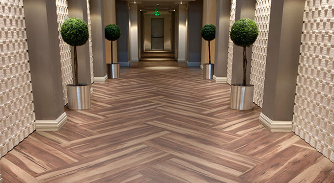Pavimento vin lico affinity suelos y pavimentos for Pavimento vinilico