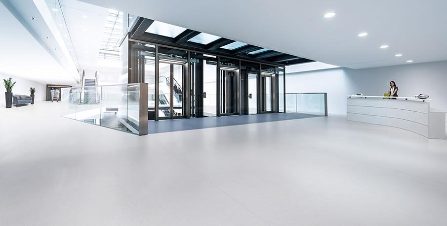 Recepción con pavimento vinílico - Altro Operetta